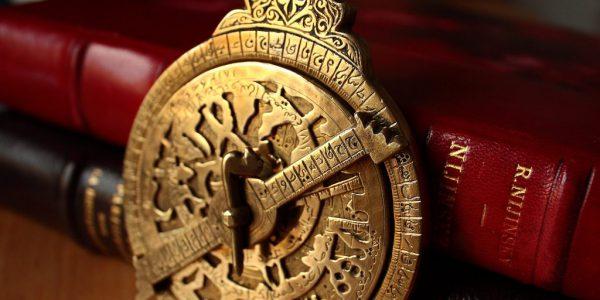 astrolabe-evan-bench