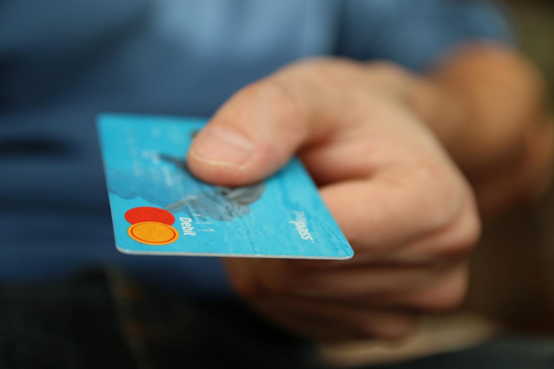 card-paying-1500